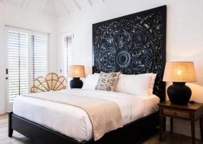Carved Headboard bed - bali luxury villa
