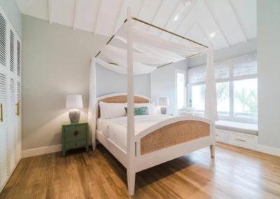 White four poster bed - bali luxury villa